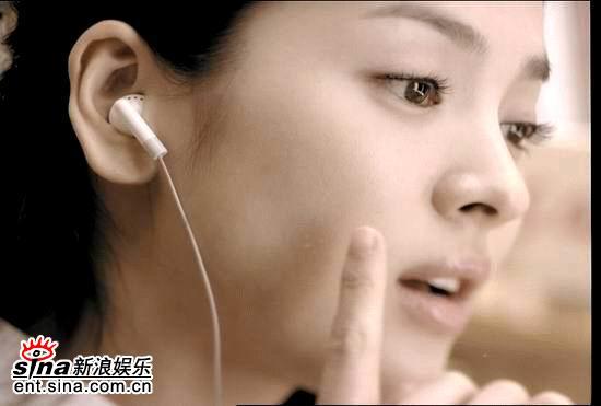宋慧乔拍摄广告 变清纯校园女生皮肤光洁[组图]图片