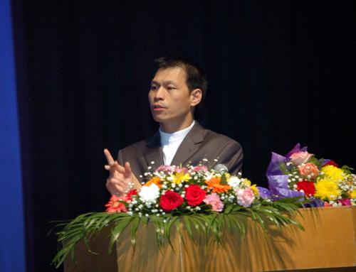 林光常博士正在演讲  林光常,1963年1月出生于台湾高雄旗...